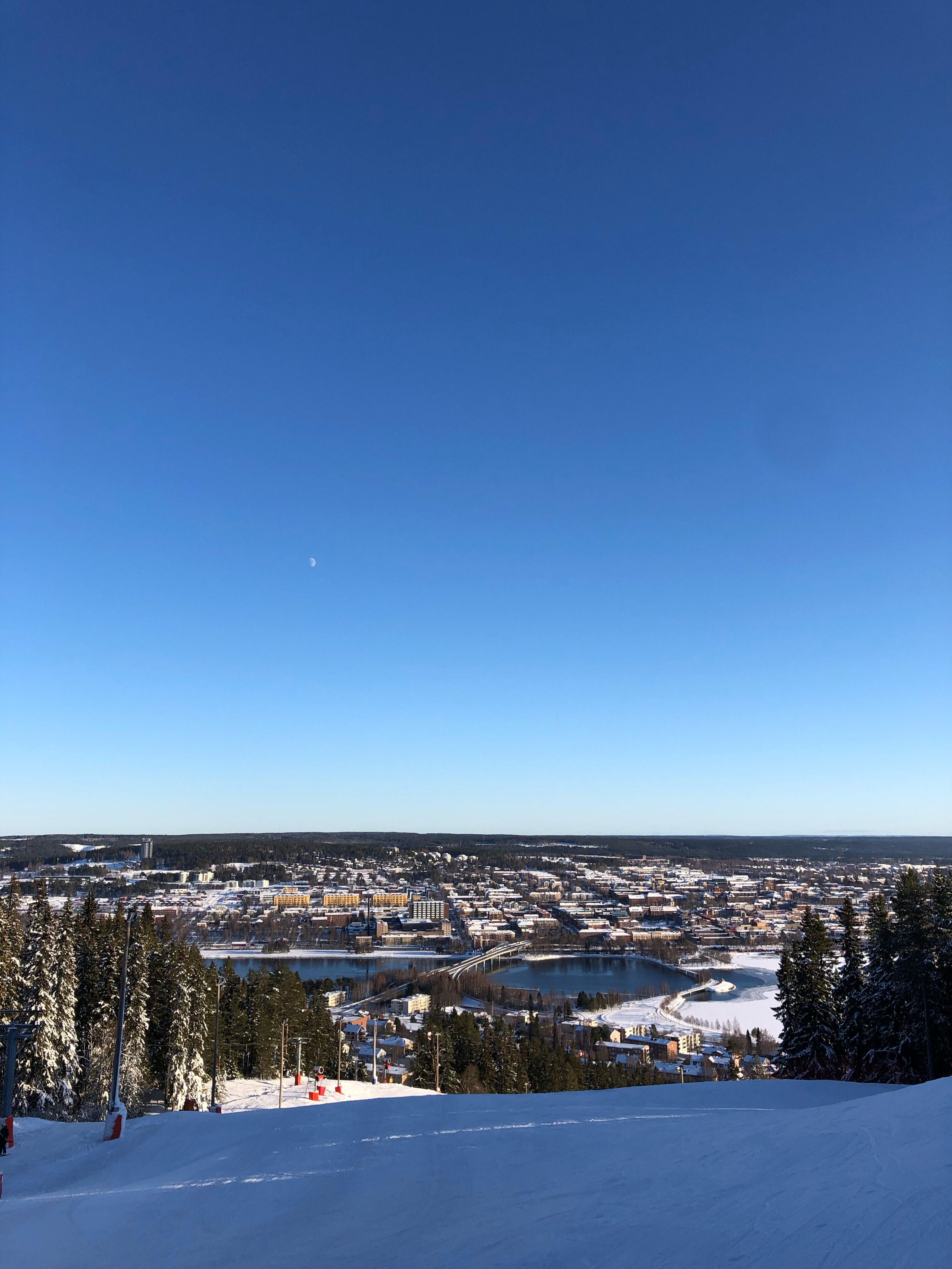 You are currently viewing Idrottslektion i slalombacken